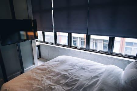 有窩客棧。近車站 雙人大窗房@303 獨立衛浴 - Dům pro hosty