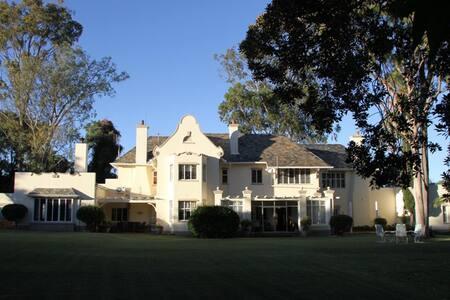 Sondela Guest House - Bed & Breakfast