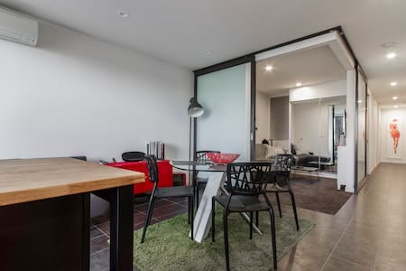 Trendy apartment along Brunswick St - Fitzroy North - Apartment