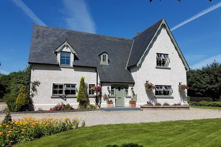 Warm, Cosy and Charming Country Cottage in Fenagh - Carrick-On-Shannon - Hus
