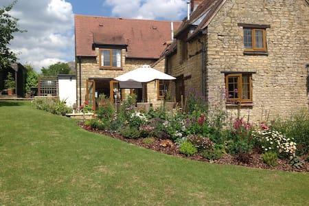 Country Cottage close to MK - Stoke Goldington