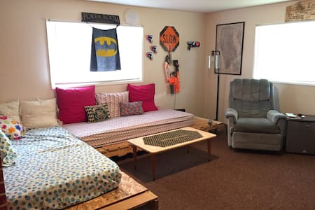 Spend the night in the Mancave - Chehalis