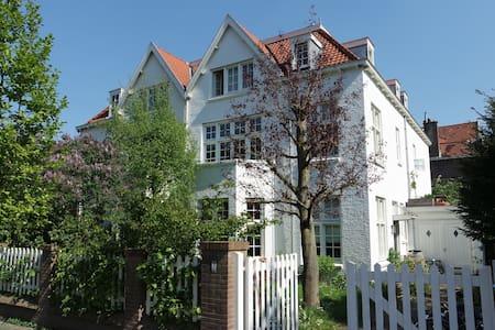 Joyful Villa between Beach & City - Den Haag - Villa