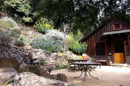 750 sf private Guesthouse with loft - Orinda - House