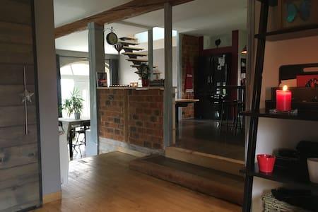 Maison rénovée avec patio & jardin - Rumah