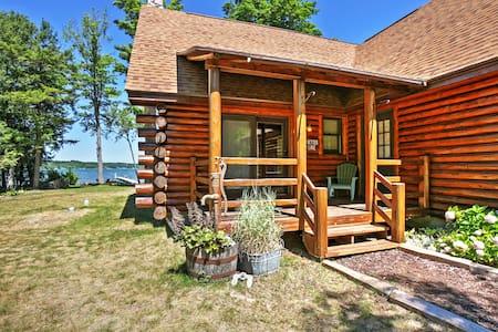 2BR + Loft Lake Leelanau Log Cabin - Kisház