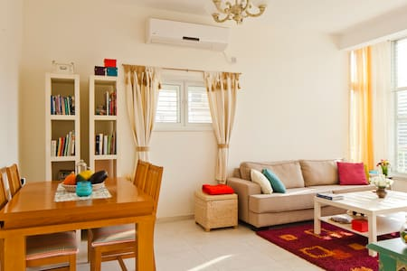 Minutes From The Heart of Tel-Aviv - Apartamento