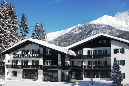 HOTEL OLYMPIA & HERBS*** Seefeld - Seefeld in Tirol - Bed & Breakfast