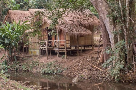 DreamCaught Treehouses - Riverfront Cabin 3 - Tambon Pa Daet