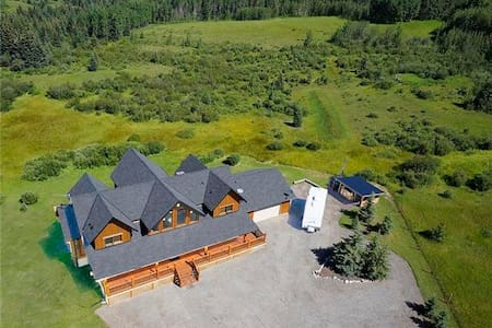 Canadian Log Home - One Room - House