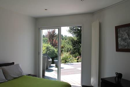 Chambre pour 2 personnes - chambre marron - Tassin-la-Demi-Lune - Bed & Breakfast