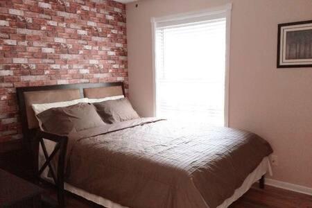 clean&tidy room with shared bath - Katy - Rumah