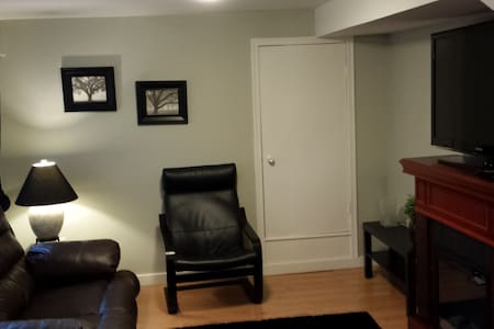 Nice 1 bedroom in Mountainview area with fully equipped kitchen/eating area.Separate livingroom with electric fireplace,46in flat screen TV, HD cable and WiFi.Separate bedroom with queen bed and full bathroom with tub.Private outdoor area with bbq.