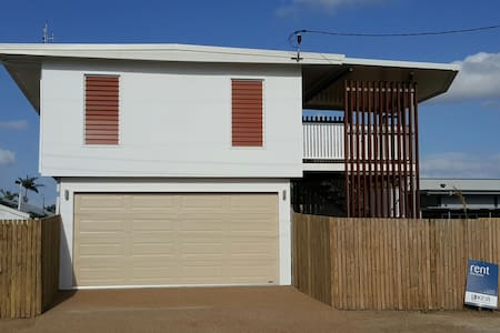 Entire 3 bed house available as new - Garbutt - House