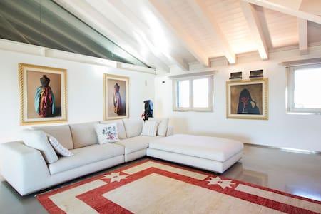 Skyloft : Camera Doppia Elegance - Montebelluna - Loteng Studio