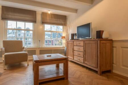 Canal apartment in center Amsterdam
