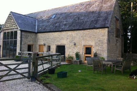 Peace & privacy in stunning Cotswold barn - Gloucestershire