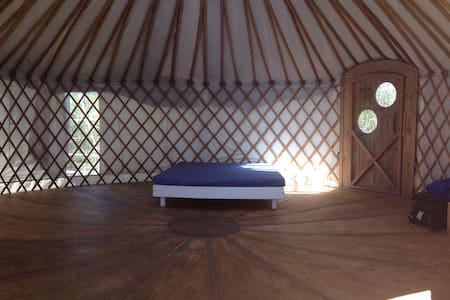 TI - Yourte, RideCamp, la Madeleine - Yurt