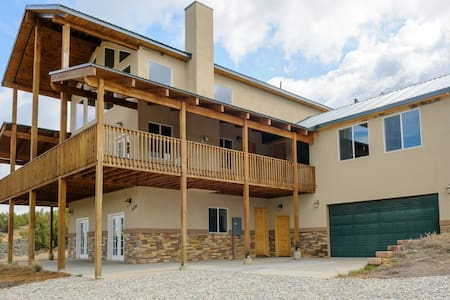The Pecos Lodge - sleeps 18 - Cabanya