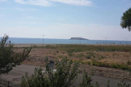 Deniz kenarında sakinlik arayana - House