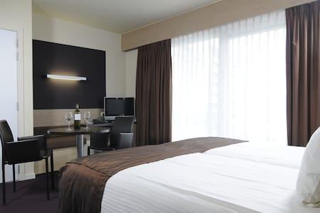 Hotel Cosmopolite te Nieuwpoort (comfortkamer) - Bed & Breakfast