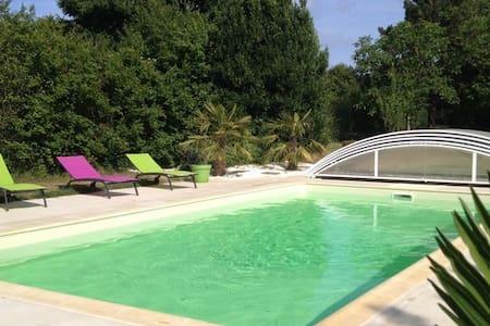 Maison d'architecte avec piscine - House