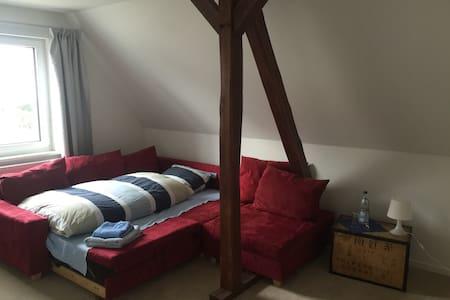 Einzelzimmer in Messenähe - Hemmingen - Talo