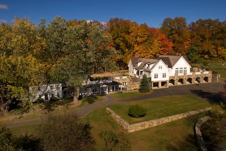 Sunny Ridge Estate Washington Pool, Spectacular! - Huis