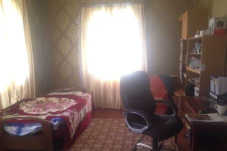Комната в жилом доме под Киевом - Ház