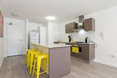 Cosmopolitan Self Contained Apt - South Brisbane