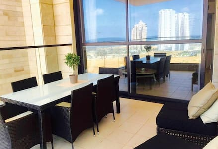 Beautiful 5 rooms in a Luxury Building - Netanya - Apartment