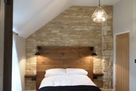 Queen Matilda Tavern and Rooms - Gloucestershire - Bed & Breakfast