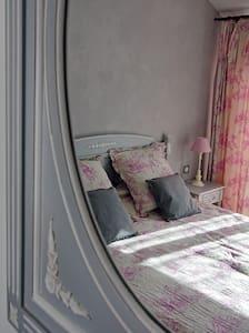 Magnifique chambre idéale pour se ressourcer - Erdhaus
