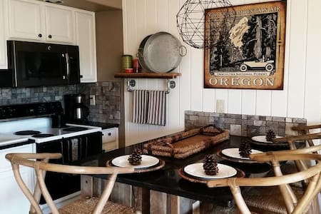 WOODED Deschutes River Condo @ Mt. Bachelor Resort - Bend - Apartment