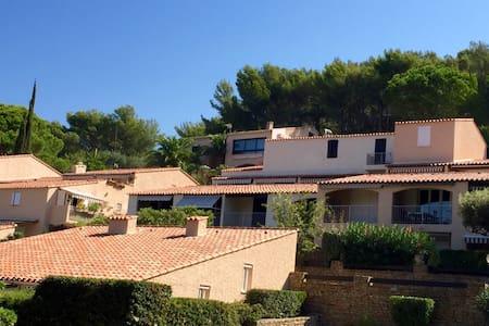 Studio 24 m2 - entièrement rénové - vue mer - Saint-Cyr-sur-Mer