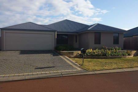 Spacious house in quiet area - Australind