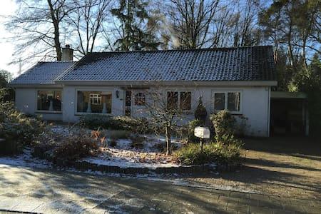 Fraai gelegen vrijstaande bungalow - House