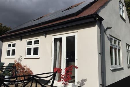 Lovely detached property behind electric gates. - Wallington - Appartement