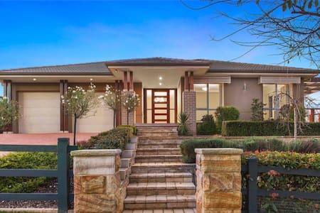 Executive home in new golf estate - Wilton - Haus