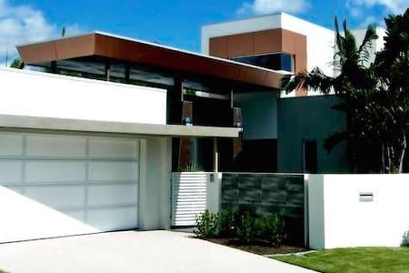 Waterfront luxury Gold Coast - Hus