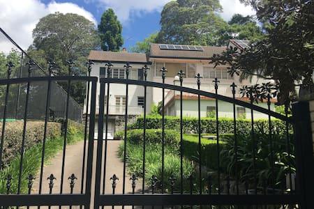 Leafy Escape - North Shore Sydney - Tennis & Pool - Wahroonga