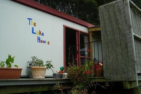 The Lake House - Your Home away from Home - Guesthouse