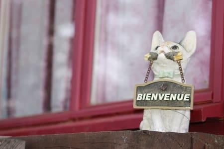 La Roulotte Voyageuse - Sermentizon - Bed & Breakfast