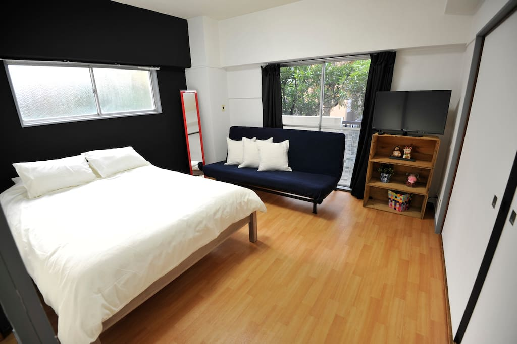 Private 2 bedroom apartment 3 minutes from Roppongi Itchome station and 6 minutes from Kamiyacho station