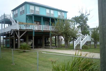THE BLUE MOON/LODGE OVER GRAND ISLE - Bed & Breakfast