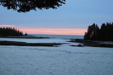 Cozy Condo in Winter Harbor - Hus