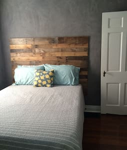 Private Guestroom in Historic Downtown - Casa