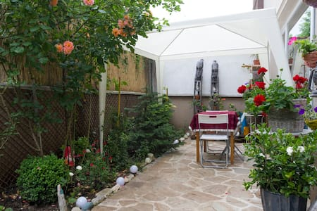 Private room with a beautiful garden - Appartamento