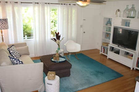 Room type: Entire home/apt Property type: House Accommodates: 5 Bedrooms: 3 Bathrooms: 1