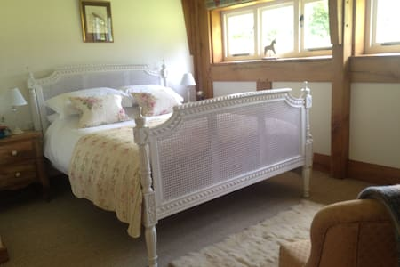 King-sized, luxury suite with private entrance - Butleigh - Bed & Breakfast
